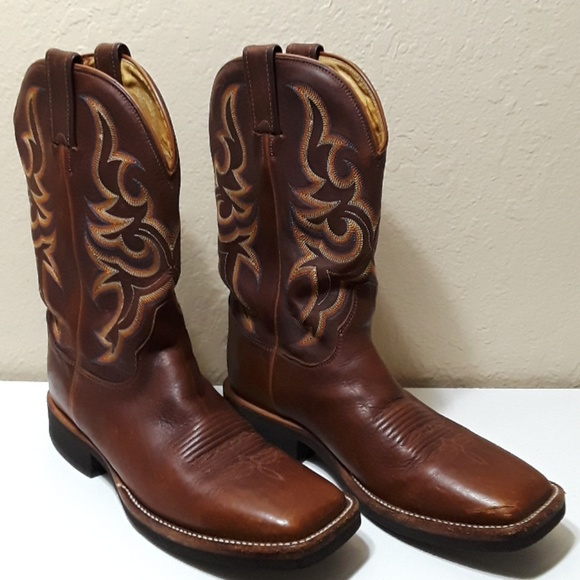 8849051fd55 Brown Square Toe Justin Cowboy Boots